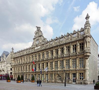 Façade de l'hôtel de ville et Place d'Armes de Valenciennes