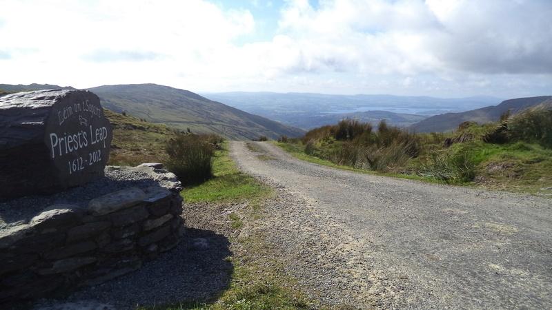 priests leap l'irlande moto