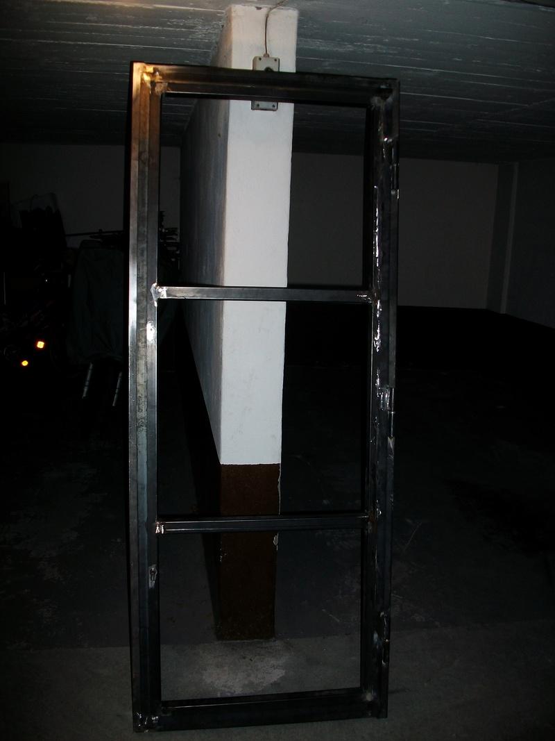 fabrication d 39 une porte acier. Black Bedroom Furniture Sets. Home Design Ideas